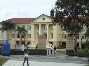 クイーンズランド工科大学 付属英語学校